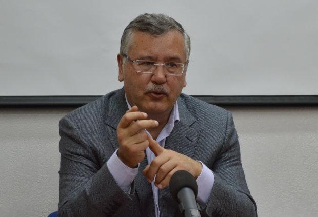 Рекорд не побив ніхто - Гриценко розповів про житло, яке видавав військовослужбовцям як міністр