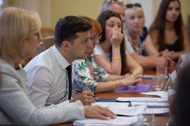 Главное за ночь: импичмент Зеленского, обезглавленная Укрзализныця и провал ЗНО