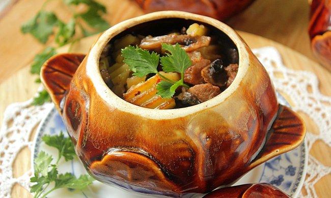 Картопля в горщиках: ситний рецепт, який доповнить будь-який стіл