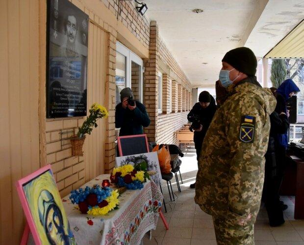 Герои не умирают: в Краматорске почтили память погибшего молодого добровольца