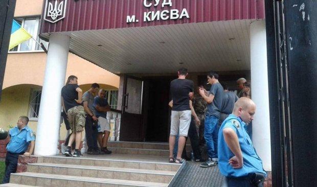 НП у суді Києва: на підозрюваного зухвало напали з невідомою речовиною