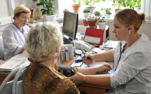 """У Зеленського зробили важливу заяву про медичну страховку: """"Ні в якому разі не треба..."""""""