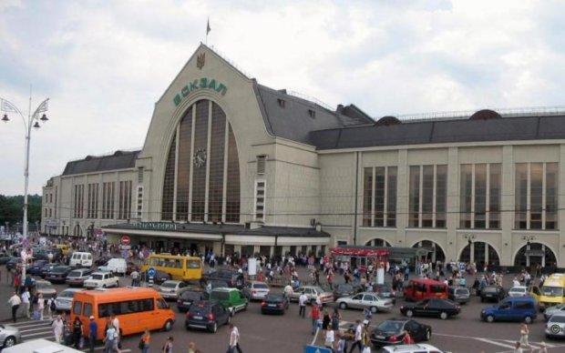 Київський залізничний вокзал перетворився на стічну канаву