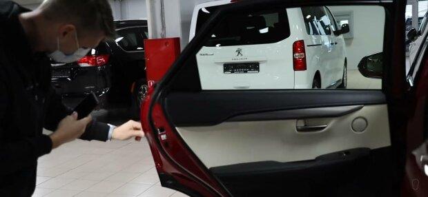 Покупка автомобиля, фото: скриншот из видео