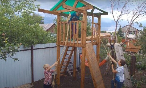 дитячий майданчик, скріншот з відео