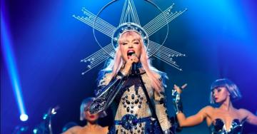 Полякова показала кращі концертні костюми: від відвертої інопланетянки до золотої богині
