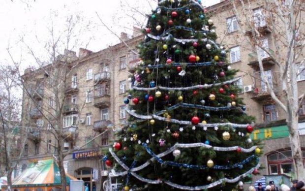 Це потрібно бачити: топ найдивніших новорічних ялинок Росії