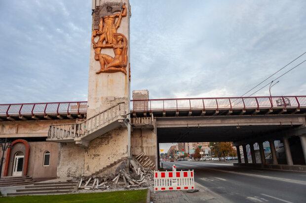 У Філатова проблеми з Новим мостом у Дніпрі, розібрали на цеглу: а як же парі з Зеленським