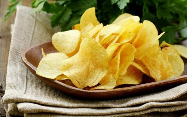 Неожиданно: в список полезных продуктов занесли чипсы и шоколад