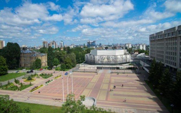 Крест вместо выпечки: как выглядит киевская площадь после МАФов