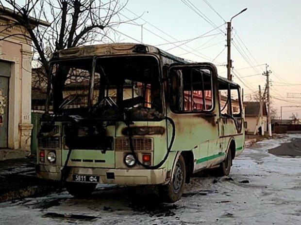 """Вспыхнул словно факел: автобус """"напакованный"""" нацгвардейцами загорелся просто на ходу, видео"""