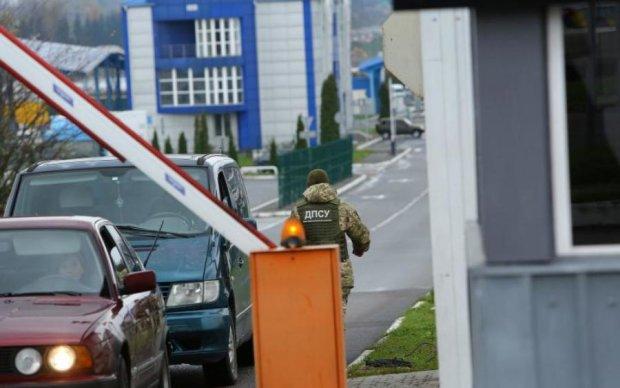 """Живая контрабанда на украинской границе: в сумке с вещами нашли шокирующий """"груз"""""""