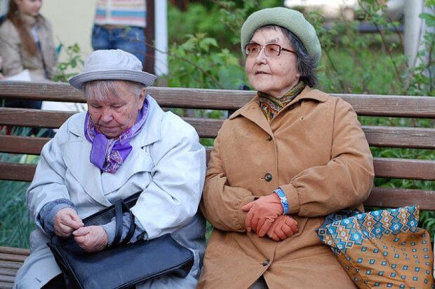 Пенсіонерки, фото з вільних джерел