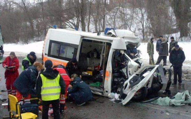 Не разминулся с автобусом: жуткая авария шокировала украинцев