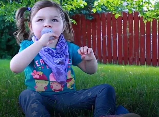 девочка, скриншот из видео