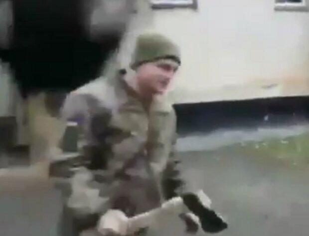 в ВСУ строго наказали новобранца за мобильный телефон, скрин с видео