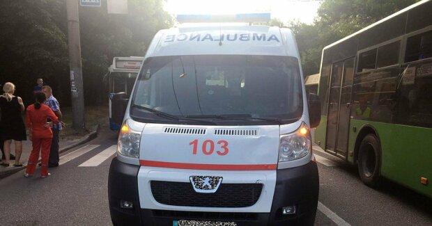 Кинувся під колеса: Івано-Франківськ сколихнула кривава аварія, лікарі – не всесильні