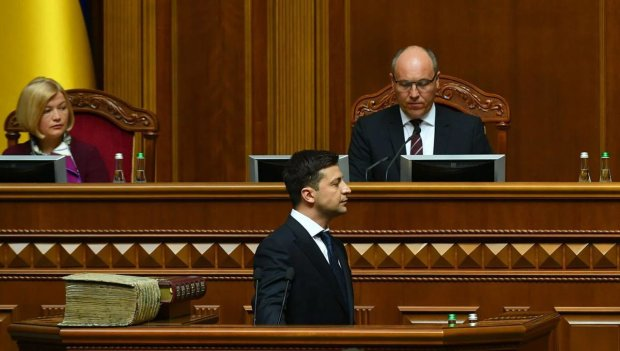 """Зеленський заговорив про свою відставку: """"В Україні настали нові часи"""""""