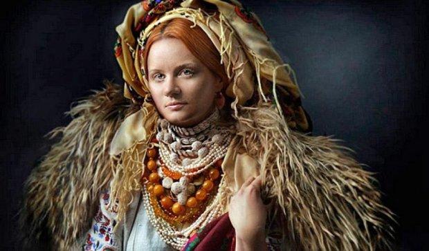 """Українки в національних костюмах в """"Листах на фронт"""" (фото)"""