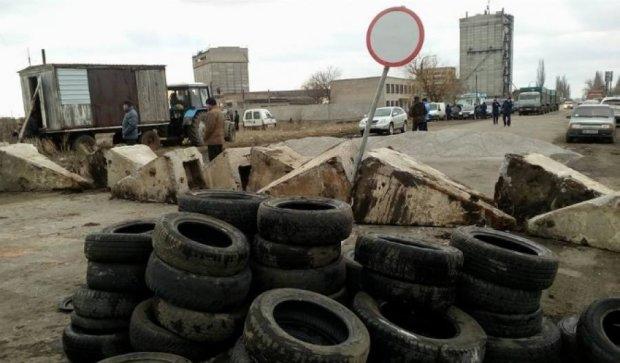 Дорогу из Николаева в Днепропетровск перекрыли
