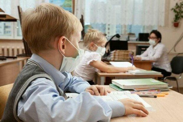 """""""Хворіють цілими класами"""": у Запоріжжі школи масово закривають на карантин, на черзі – дитсадки"""