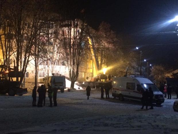 В Фастове спасатели достали из-под завалов тела мужчины и молодой женщины, вероятно, она была беременной