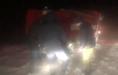 Буковина в полоні снігової стихії, десятки чернівчан у небезпеці: застрягли посеред трас