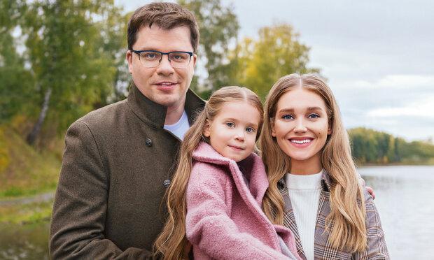 Асмус и Харламов с дочкой - фото Instagram