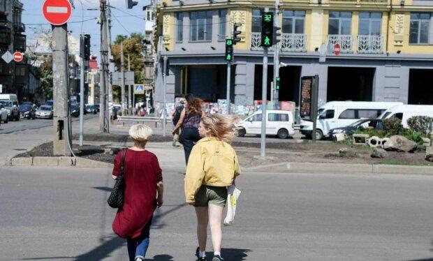 Пішоходи, фото: Unian