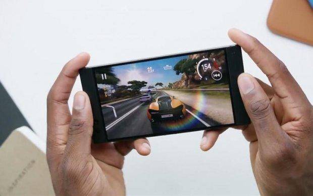 Битва смартфонів: Червоний Диявол поміряється з Чорною Акулою розмірами