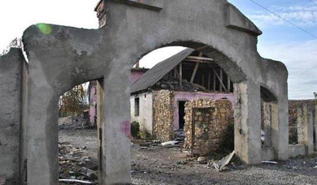 Ромы принялись за раскопки шикарного поместья барона в Мукачево (фото)