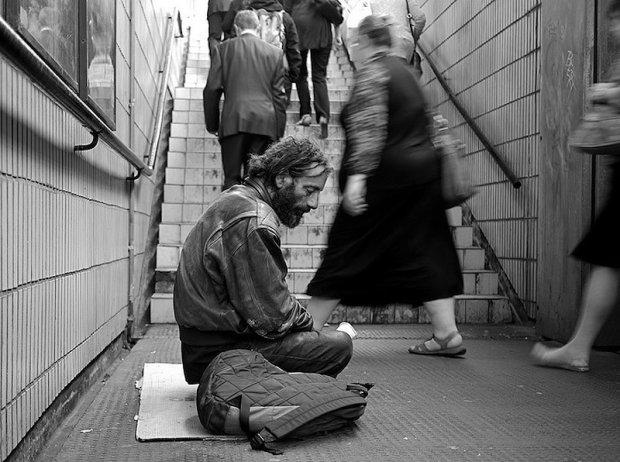 """""""Я Иван Пантелеевич. Мне скоро 80 и да, я выживаю как могу в этой стране"""": настоящая жизнь украинских бездомных, истории которых заденут каждого"""