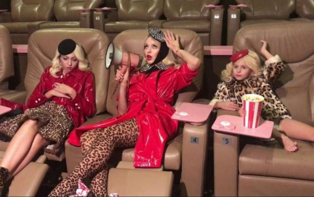 Суперблондинка Полякова розкрила головний трюк у вихованні дочок: відео