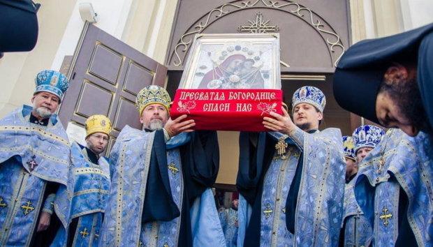 Вандалы массово грабят храмы УПЦ