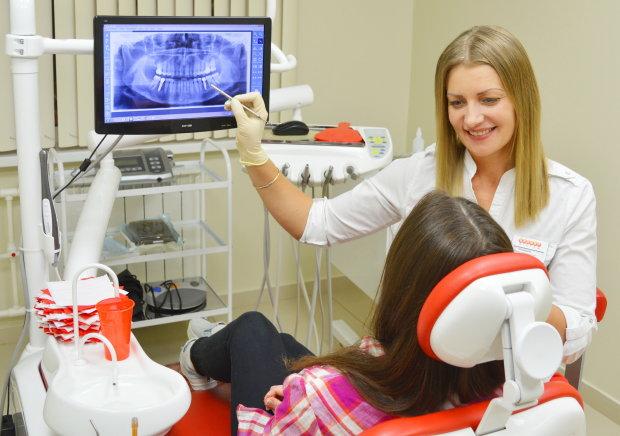 """Поляки """"одалживают"""" у львовян челюсти: кто сажает соседей в кресла наших стоматологов"""