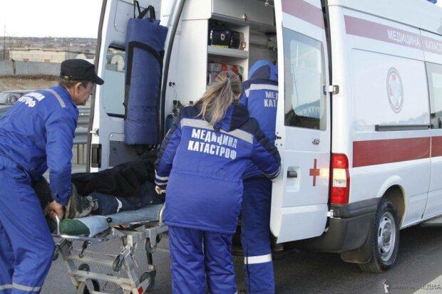 Відкачували одного, забрали двох: у потрійній ДТП під Києвом постраждав медик швидкої