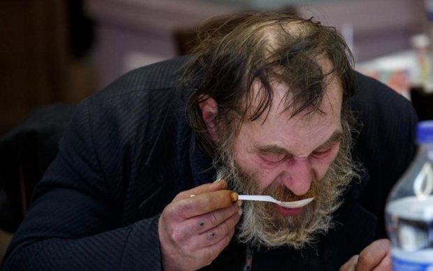 """""""Оказывается, мы живем практически в Раю. Экономика растет, украинцы богатеют, пенсионеры просто купаются в роскоши"""", - блогер в шоке от выступления Порошенко"""