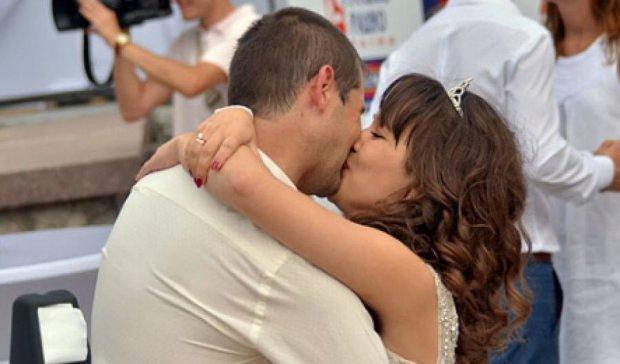 У Києві одночасно одружились 100 закоханих (фото)