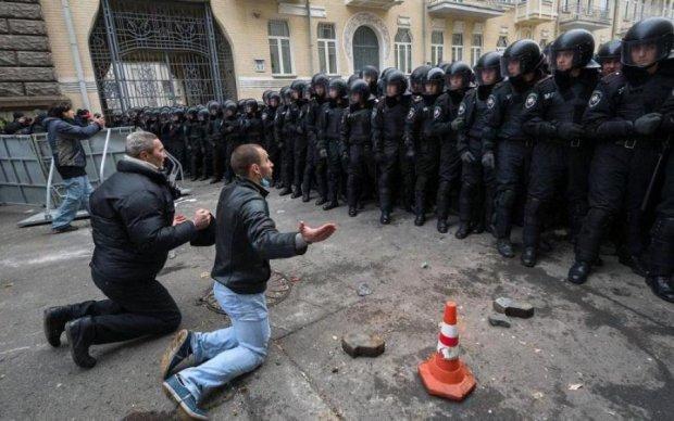 """Катам Євромайдану видали """"грамоти"""" в Криму"""