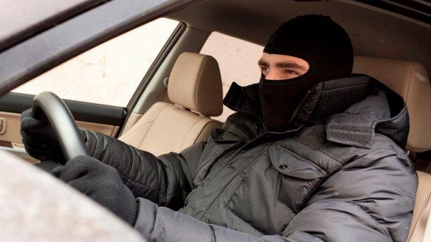 Автомошенники полюють за довірливими людьми