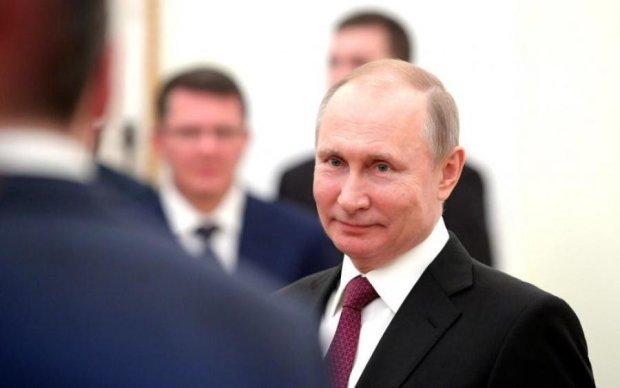 Путін взявся перемальовувати атлас світу на свій лад