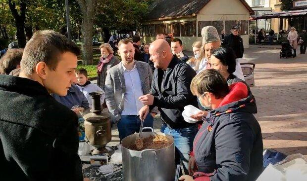 Экс-боксер и кандидат в мэры от ОПЗЖ Узелков заинтересовал полицию перед выборами: всего лишь гречкой накормил