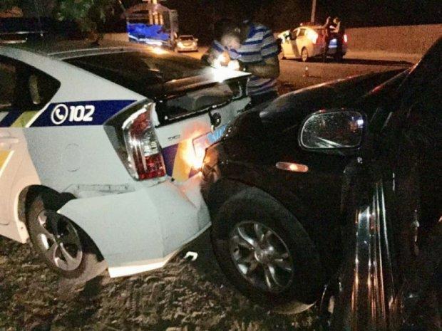 Мужчина разбил две полицейские машины в Киеве (фото)