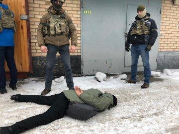 У Києві озброєний натовп штурмував відділення поліції