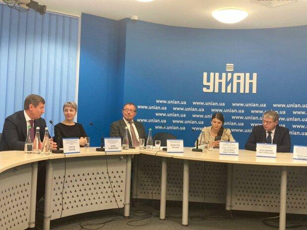 """у прес-центрі """"Уніан"""" відбулось обговорення ролі державних підприємств в економіці України"""