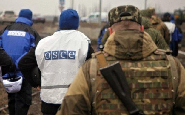 Спостерігачі ОБСЄ потрапили під обстріл бойовиків на Луганщині