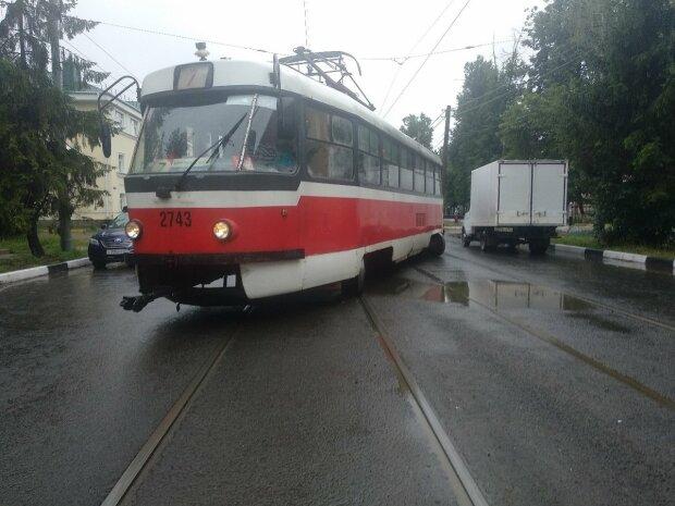 Смерть заглянула в глаза: в Днепре переполненный трамвай сошел с рельсов