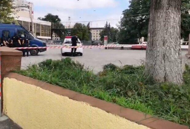 У Луцьку захопили автобус, скріншот з відео