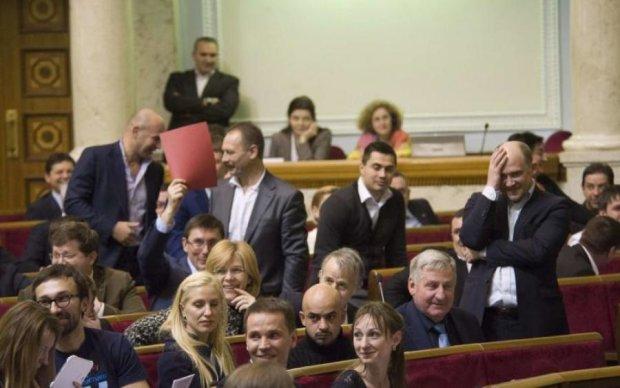 В Верховную Раду проходят восемь политических партий, - опрос