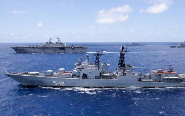 Ситуація критична: Путін стягує весь флот в Азовське море